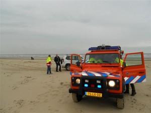 terreinauto ERB gezamenlijk met politie op strand Bergen