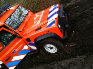 terreinauto ERB in modderig terrein